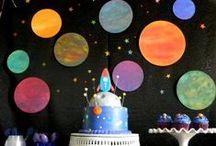 Tema Espaço Sideral / Lua, estrelas, planetas, astronautas, E.Ts e foguetes. / by festa infantil ecológica
