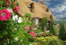 Hliněné domky, doškové a zelené střechy