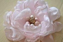 Květiny z hedvábí a organzy