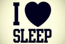 Sleep Well  / Gemütliche Pyjamas und verführerische Negligés für die Nacht...