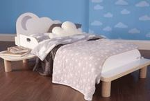 StarBright Night Light Bedroom Set / Toddler bed with night light projector
