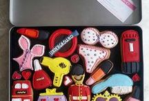 Custom Cookie Gift Boxes / http://www.customcookieco.co.uk/ Custom Cookie Gift boxes, personalised and bespoke gifts