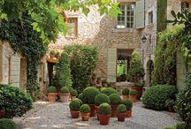 des terrasses, des jardins, etc...
