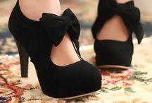 Glamorous Shoes / by Raven Blackmon