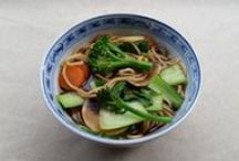Vegetarian Noodle Recipes / Loads of quick and easy vegetarian and vegan noodle dishes. I love recipes like this for mid-week meals when you don't have a lot of time but you still want to eat well.