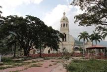 Gramalote / Gramalote, fundado en 1857. El 17 diciembre de 2010, el cerro de la Cruz se deslizó sobre el pueblo de Gramalote, situado a 50 kilómetros de Cúcuta.  Fotografías: Sandra Preciado R.