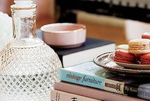 COFFEE TABLE STYLING / Chic inspiration on how to style a coffee table.
