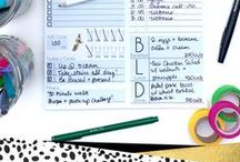 Planner Organization Tips / There are a lot of different ways to organize your planner. Here are my top planner organization tips and fun things I have found on Pinterest to help!