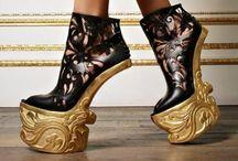 İLGİNÇ AYAKKABILAR (Interesting Shoes-Le Scarpe)