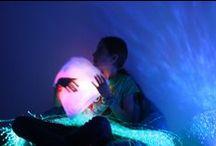 ✨ Ma chambre sensorielle / Imaginez une chambre où les sens sont sollicités dans une optique de bien-être, où la communication est possible autrement, où l'on vit des expériences uniques malgré le handicap, où l'on peut faire des apprentissages interactifs ou rééduquer différemment... Un espace multisensoriel est tout cela à la fois. Créez facilement une chambre en fonction de vos besoins !
