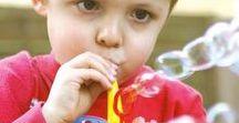 ✌ Jeux de souffle / Le travail du souffle  est très important car le souffle est le support de la voix, il faut donc une bonne coordination entre le souffle et la voix mais aussi entre le souffle et la déglutition. Pour développer le souffle des enfants découvrez notre sélection de jeux et d'outils ludiques et efficaces !