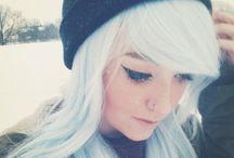 The girls white hair / Cabelos