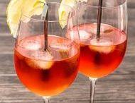 Cocktails en folie / Fruités, exotiques, et même parfois épicés, les cocktails sont parfaits pour égayer un barbecue, accompagner un apéritif, ou tester de nouvelles saveurs lors d'une soirée entre filles.