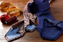 Cravatte in seta tramata / alcuni modelli itessuti di cravatte in seta in trama ,completamente personalizzabili ,sia per lunchezza che per dimensioni della pala con o senza iniziali
