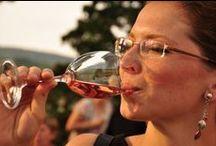 Vranovsko a víno / ... a hudba. Nádhernou atmosféru vytvořili hudební umělci a mistři zpěvu na Vranovském zámku v rámci každoročního Hudebního festivalu. Aneb když se skloubí barokní tóny se znojemskými víny a ojedinělými prostory zámku.