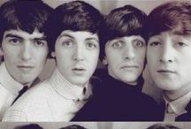 The Beatles / Tablero sobre The Beatles, imágenes de la banda y cada uno de sus miembros, Ringo Starr, George Harrison, Paul Mac Cartney y John Lennon.