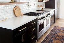 Kitchen Decor / Kitchen design inspiration, kitchen design, farmhouse kitchen, kitchen decor, wood kitchen, white kitchen