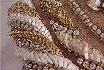 BORDADOS DE FESTA /  bordados em vestidos  de festa, bordados em rendas com pedraria, motivos e cores