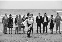 Wedding party on the beach / al tramonto
