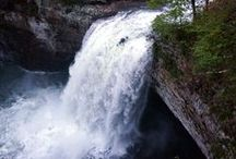 Women Whitewater Kayaking / Wild rapids and white-crested waves keep our hearts pumping. Enjoy the ride.