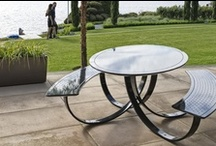 Tables et terrasse / Voici quelques mobiliers de jardin et de terrasse disponibles chez ATMOSPHÄRE.