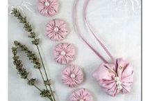 PAPILLON ET FLEURS DE LAVANDE / papillons et fleurs de satin, de soie ou de tissu garnis de lavande pour parfumer vos armoires avec élégance et romantisme