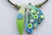 Cernit, Fimo / Cernit je polymérová hmota podobná hmote Fimo. Ide o modelovaciu hmotu ktorá je pri práci mäkká ako plastelína a po upečení v bežnej domácej rúre vytvrdne. Polymérová hmota je jedným z najvšestrannejších tvorivých produktov na trhu. Dá sa využiť na tvorbu šperkov, modelovanie rôznych figúriek, miniatúr, bábik, a podobne.  http://www.kreativnysvet.eu/eshop/cid/206/category/cernit.xhtml