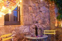 Time to chill. Relaxing Outdoor Lighting / Warm and relaxing outdoor light for creating comfortable ambiances in terrace and garden.  Iluminación exterior cálida y relajante para crear ambiente acogedores en terrazas y jardines.