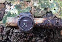 Houten horloges / Houten horloges zijn een absolute trend op het gebied van horloges en worden steeds meer gedragen in Nederland. Met een stijlvolle houten horloge combineer je de puurheid van de natuur en de technologische voordelen van tegenwoordig, wat het tot een prachtig product maakt. Met een horloge van hout blijf je op een traditionele en esthetische manier bij de tijd!