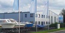 """Müritz-Yacht-Management / Müritz-Yacht-Management - Ihr starker Partner im Wassersport der Mecklenburgischen Seenplatte. Hier im Zentrum der Seenplatte, in der südlichen Müritzregion, ist unser Zuhause. Unsere Philosophie ist es, dass sich unsere Chartergäste und unsere Kunden rundum sorglos und wohl fühlen und wir einen """"Alles-aus-einer-Hand-Service"""" bieten wollen."""