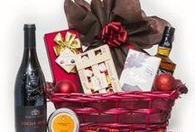 """Cosuri Cadou de Craciun / Suntem alaturi de tine in fiecare sezon, punandu-ti la dispozitie o gama larga de cosuri cadou business si corporate precum si o selectie savuroasa de cosuri cadou gourmet si de lux.  Bucuria Sarbatorilor de Craciun se imbina cu gustul inconfundabil din cosurile cadou Giftit pentru ca tu sa poti oferi un """"multumesc"""" delicios de fiecare data.  #cosuricadou #cosuribusiness #cosuricadoucraciun #cadoubusiness"""