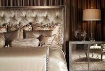 Romantic Beds & Bedding Ideas / The star of any master bedroom is the bed. Here are some of the most romantic ones we know...