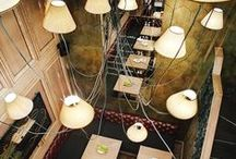Design ideas - Rustic, dark and cozy / Moody lights, dark wood and comfortable furniture.