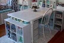 Home: El cuarto de trabajo perfecto / Me encanta hacer manualidades: fieltro, telas, lazos , abalorios....y en lugares así la inspiración debe reposar en cada esquina. Yo quiero un cuarto así!!!