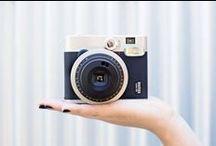 INSTAX MINI 90 NEO CLASSIC / Elegante diseño de la nueva cámara instax mini 90 Neo Classic, que además incorpora una gran variedad modos de exposición para distintos tipos de escena.
