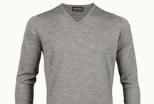 John Smedley Bobby - V-Neck Pullover  / John Smedley – Bobby is a classic vee neck pullover with fashioned shoulders, rib and turnback cuffs. Made from extra-fine Merino wool, Bobby is an staple for every man's wardrobe and looks smart when worn with jeans or trousers.