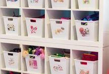Organization Ideas For Moms and Kids / Does your living room, play room or kid's bedroom need a major organizational overhaul? Look here for genius organization hacks, tips and tricks for toy storage, school papers, art supplies, closets, entry ways, homework stations and more! Plus ideas for moms to keep their busy lives on track!