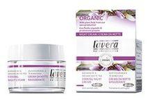 Lavera huidverzorging / De producten van Lavera worden geproduceerd volgens strenge richtlijnen, met zuiver natuurlijke en voornamelijk biologische ingrediënten. De producten zijn NaTrue gecertificeerd, het strenge keurmerk voor 100% natuurlijk cosmetica.