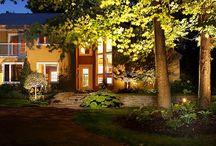Éclairage d'ambiance / L'éclairage extérieur de basse tension consiste à mettre en valeur votre aménagement paysager, et certain aspect de l'architecture de votre maison. Brisson Paysagiste fait la conception et la réalisation de système d'éclairage. En créant, une ambiance intime et chaleureuse qui raffine le design de votre résidence. http://www.brissonpaysagiste.ca/