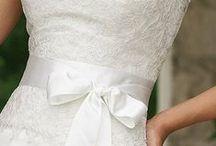 """Ahány gomb van az ara ruháján - Mennyasszonyi ruhaválogatás / """"Ahány gomb van az ara ruháján.... annyi évig tart a boldog házasság."""" Álmaim ruhája mindenképpen ekrü és vállpántos ......( ééés lehetőleg jó sok gombos :) )"""