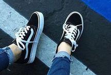 Sneakers ◑ ☾▽
