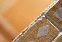 Cerdomus - Portico / Il cotto più tradizionale con le più alte prestazioni tecniche in una gamma di colori caldi ispirata ai portici bolognesi, i mosaici ad effetto multicolor, i listelli a spina con note grafiche originali.