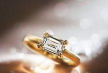 【オレッキオ】エメラルドカットダイヤの婚約指輪&個性豊かな結婚指輪 / 透明な輝きを放つエメラルドカットダイヤで個性豊かな婚約指輪