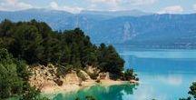 """#11 Gorges du Verdon from Biarritz / Le plus grand canyon d'Europe, les Gorges du Verdon sont situées au nord de la Provence Verte. Haut lieu de l'escalade, il offre des paysages à couper le souffle. C'est aussi le lieu idéal pour la pratique des sports """"pleine nature"""": canoë-kayak, parapente, rafting, nage en eaux vives, pêche à la mouche, équitation, randonnées pédestres ,escalade, enduro, canyoning et vtt avec la trans-verdon. Mais aussi le relief particulier des Gorges en fait un écosystème à part, ou vivent des espèces rares."""