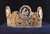 kronen, tiara`s en sieraden n.a.v. het boek Desiree