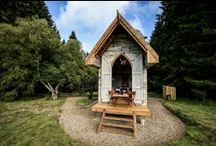 Out of Wood / Frontier cabins and cosy lodges