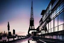 Hamburg / Hamburg ist eine weltoffene deutsche Stadt und ist mit rund 1.8 Millionen Einwohnern die zweitgrößte Stadt in Deutschland. Die Fläche der Stadt Hamburg liegt bei etwa 755 m²,