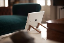 iPad Wooden Stand - Walnut / Gallery / Our stands for iPad have been designed seeking to find balance between simplicity and distinction. This stand allows four different positions to sustain your device: vertical, landscape, with a 20º and 70º slope.
