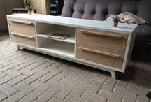 TV dressoirs - Oud is Nieuw / Laat u inspireren door de tv dressoirs van Oud is Nieuw. Elk dressoir kan naar eigen hand gemaakt worden, geïnspireerd op uw wensen en ideeën. Een tv meubel voorzien van een nieuw leven behoort ook tot de mogelijkheden.