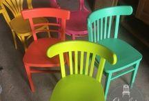 Caféstoelen - Oud is nieuw / Caféstoelen zijn echte eye-catchers in een interieur of horecazaak. Oud is Nieuw geeft oude caféstoelen, zoals je ze tegenkomt in een bruin café, een fantastische uitstraling. De caféstoelen kunnen in verschillende kleuren en modellen geleverd worden. Oud is Nieuw heeft veel caféstoelen op voorraad, komt u gerust eens kijken en zoek een mooie passende stoel uit voor in uw interieur.